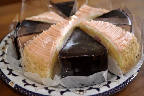 """""""いちごケーキとチョコレートケーキ</p"""