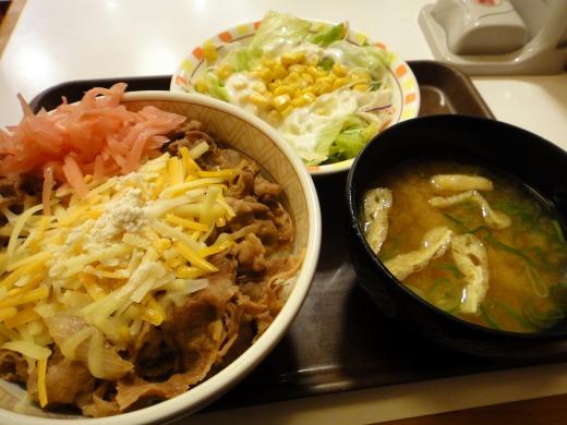"""""""3種のチーズ牛丼(並)+サラダセット</p"""