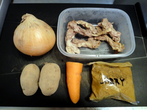 """""""下準備:豚肉は事前に塩コショウを付けて焼いてます。>"""