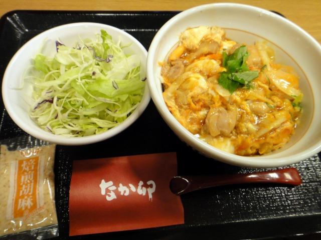 """""""こだわり卵の新親子丼とサラダ@なか卯</p"""