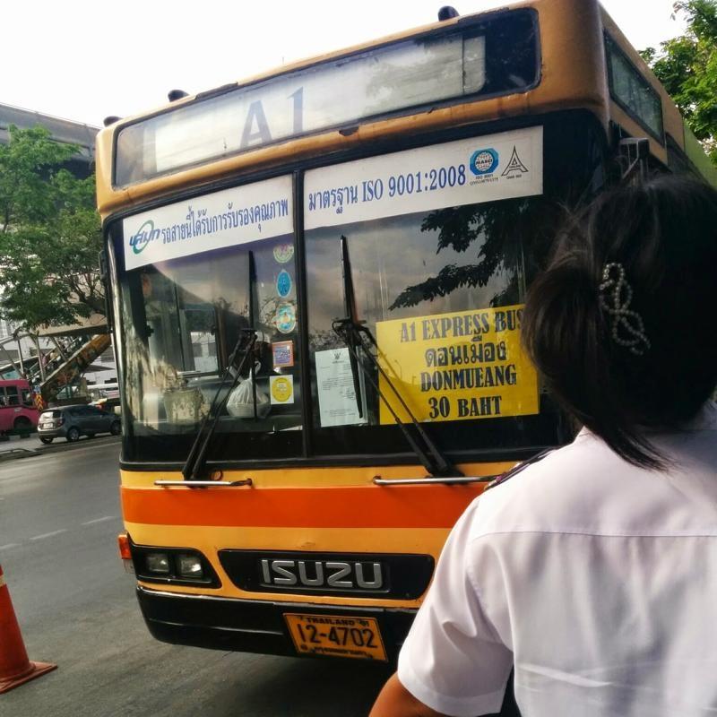 ドンムアン空港行きのバス