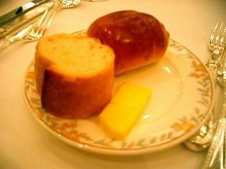 パン(フランスパンとテーブルロール)