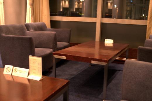 4人掛けテーブルを1人で占領!</p