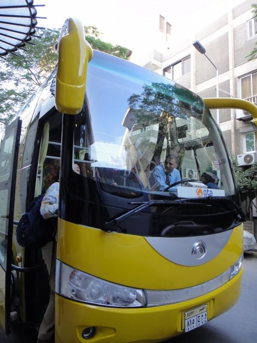 """""""黄色い目立つバス</p"""
