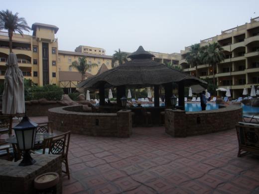 プールがある中庭