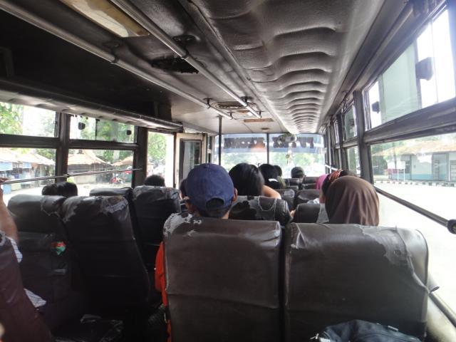 """""""バスで一路ジョグジャカルタへ"""