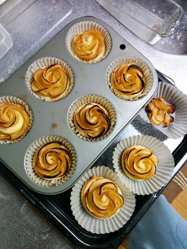 200度で20分焼くと出来上がり!@薔薇のアップルパイを8個分